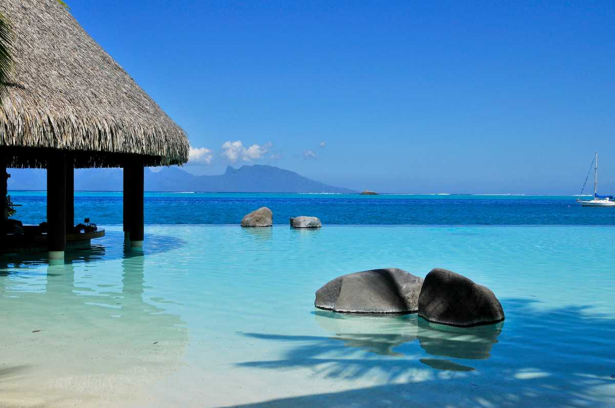 Gold partenaire du Digital Festival Tahiti 2018, l'InterContinental Tahiti Resort & SPA côté piscine